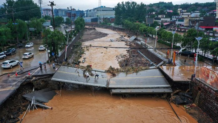 China flooding: Death toll rises in Henan as passengers recount horror of Zhengzhou subway floods